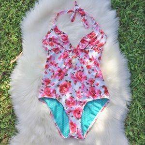 Guess Floral 🌸 Ruffle One-piece Swimsuit